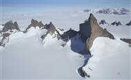 Major new route in Antarctica by Houlding and team