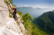 Get into via ferrata: the moves
