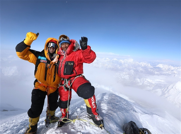 bmc summits mount everest with scott mackenzie